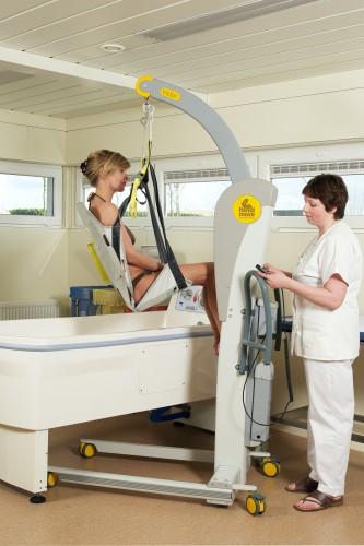Handi-Move  - Mobile hoist 2600 (Victor) , Bath seat PVC, Slings