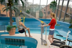 Handi-Move  - Classic spreader bar , Mobile pool lift  , Bathing sling , Bathing sling with head support